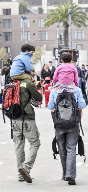 ChildrenParentsShoulders-0167